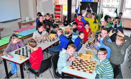 Learning to play chess in the School library | School Libraries around the world | Scoop.it