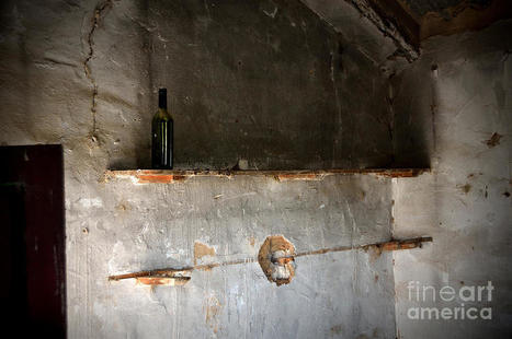 A Lonely Bottle In An Abandoned Little House by RicardMN Photography | Abandoned Houses, Cemeteries, Wrecks and Ghost Towns | Scoop.it
