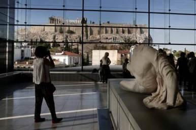 Visitante de museo rompe milenario jarrón griego   LVDVS CHIRONIS 3.0   Scoop.it