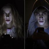 Tu hijo no duerme, hace 'vamping' y es un 'phonbie' | Educar para proteger. Padres e hijos enREDados con las TIC | Scoop.it
