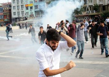 Chez les jeunes Kurdes, l'appel des armes   Le Kurdistan après le génocide   Scoop.it