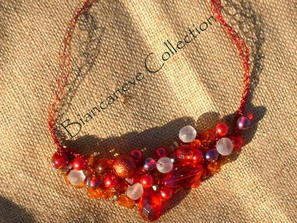 Girocolo in filo wire rosso crochet e pietre | biancanevecollection | Scoop.it
