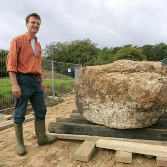 La «Pierre du Diable», le menhir exhumé à Ohey - Le Soir   Mégalithismes   Scoop.it