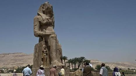 Massive statues of Egyptian Pharaoh Amenhotep III in the Luxor Valley | Aladin-Fazel | Scoop.it