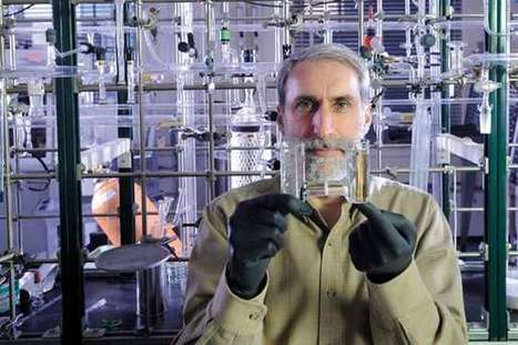 Engineered bacterium grows on carbon dioxide and hydrogen and excretes fuel alcohols | Amazing Science | Scoop.it