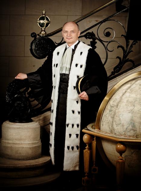 La pose prestigieuse du dignitaire | sergebouvet.com | PHOTOGRAPHERS | Scoop.it