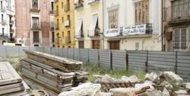 Las Corts hallan la vía legal para que los los solares de la calle Salvador sean plaza | LVDVS CHIRONIS 3.0 | Scoop.it