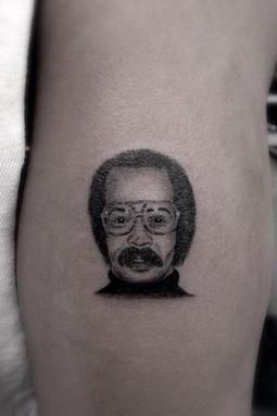 Drake se fait tatouer le visage de son père | people | Scoop.it