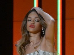 Fan ferisce Rihanna con una bottiglia, Chris ... - Gossip Fanpage | JIMIPARADISE! | Scoop.it