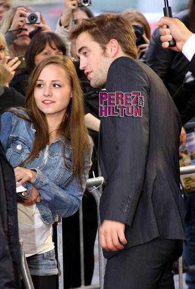 Twi-Hards Line The Streets To Love Up Robert Pattinson! - PerezHilton.com | The Twilight Saga | Scoop.it