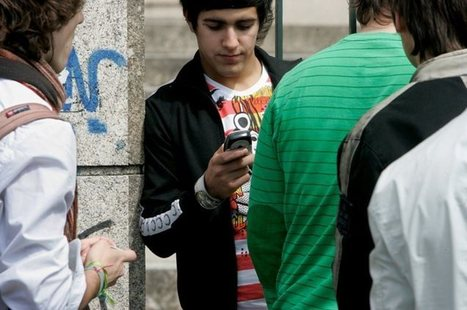 Portugal logo depois da Dinamarca: mais de metade dos alunos consegue aceder à Internet com telemóveis nas escolas | Público | Bibliotecas e bibliotecários | Scoop.it