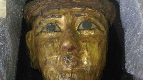 Devuelve al Gobierno egipcio una máscara de oro que le dieron como ¡regalo en un cumpleaños! | Egiptología | Scoop.it