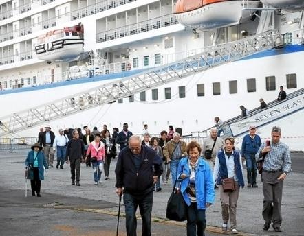 Croisière. Le Seven-Seas-Voyager en escale sur sa route vers le sud   CCI de Brest   Scoop.it