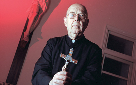 World's leading exorcist praises Pope Benedict | Paranormal Magazine | Scoop.it