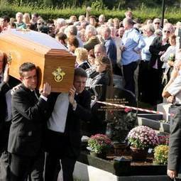 Seamus Heaney: Poet laureate's final plaudits as he's laid to rest in Co Derry homeland - BelfastTelegraph | The Irish Literary Times | Scoop.it