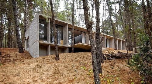 Maison moderne en béton par Besonias Almeida – Mar Azul – Argentine ...