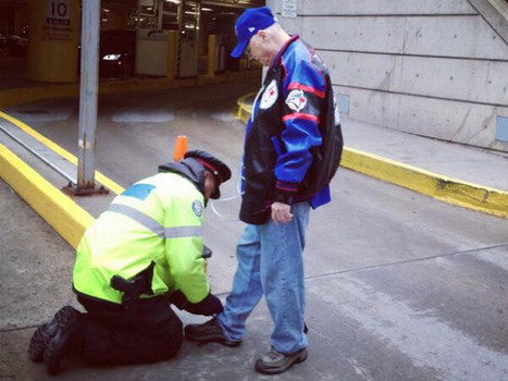 Mark Borsboom of Toronto Police in photo tying man's shoe goes viral | Random Acts of Kindness, Senseless Acts of Beauty | Scoop.it