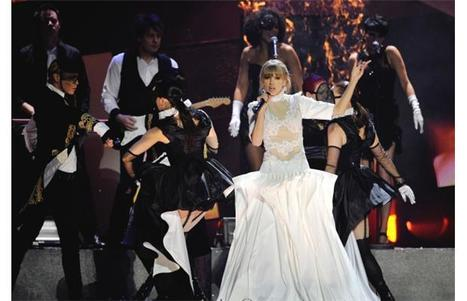 Photos: Taylor Swift takes over Vancouver | Celebrity English | Scoop.it