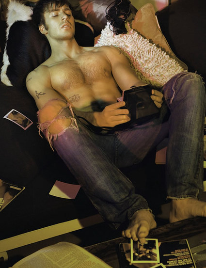 Chris Evans Hot Battle | Chris Hemsworth | Shirtless Photos | Who'd You Rather | homorazzi.com | QUEERWORLD! | Scoop.it