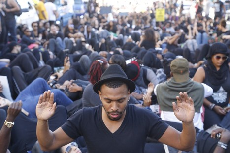 Hundreds march against police brutality in 'Blackout Hollywood' protest - Los Angeles Times | CLOVER ENTERPRISES ''THE ENTERTAINMENT OF CHOICE'' | Scoop.it