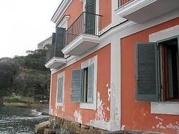 Cade a pezzi villa confiscata al clan Spesi milioni di euro per ristrutturarla - Napoli - Repubblica.it | umidità in casa | Scoop.it