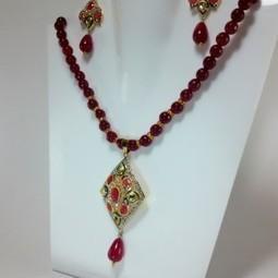 Indian Kundan Jewelry - Kundan Pendant and Earrings with Onyx | Kundan Jewelry | Scoop.it