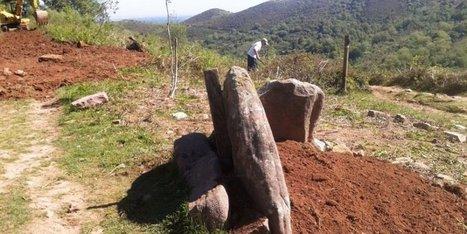 Ascain : le dolmen indiquant la route du GR10 remis debout - Sud Ouest | Mégalithismes | Scoop.it