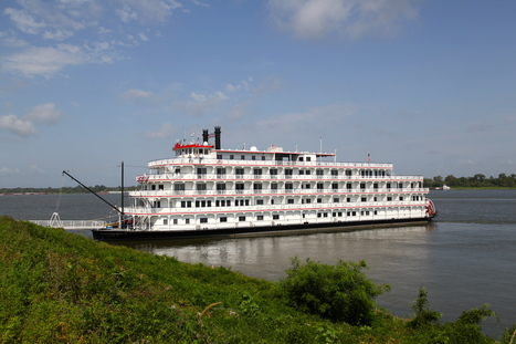 The Queen of the Mississippi docked at Oak Alley today! | Oak Alley Plantation: Things to see! | Scoop.it