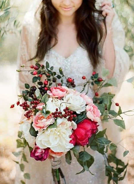 10 Overflowing Bridal Bouquets To Gather Inspiration From - Team Wedding Blog | Wedding Inspiration | Scoop.it