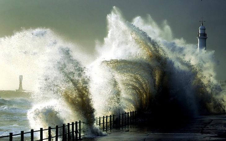 Great Britain Storm warning, predicted 80mph winds : keep 999 lines free during hurricane-force winds, say police - Telegraph