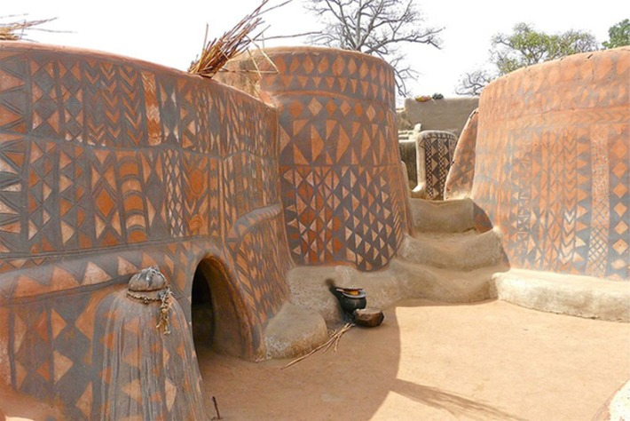 Mud houses in the this African village of Burkina faso are covered in beautiful paintings | Machinimania | Scoop.it