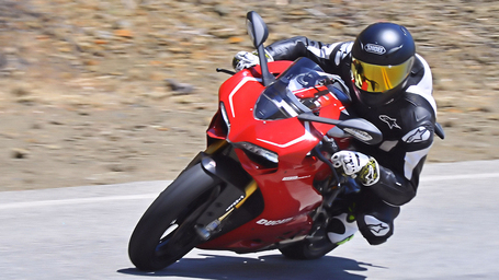 RideApart Comparison: Ducati 1199 Panigale S v R - RideApart | Ductalk | Scoop.it