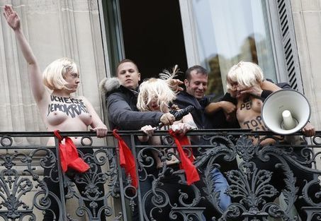 Des Femen violemment évacuées par le service d'ordre du FN | Actualité - Information - Documentation - Culture | Scoop.it