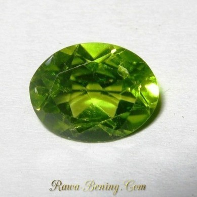 Batu Permata Natural Peridot Oval Cut Green Fresh 1.90 Carat | ambisi pribadi | Scoop.it