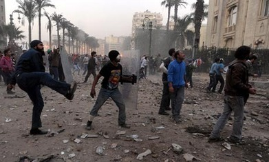 Cairo violence continues as soldiers clash with protesters | Coveting Freedom | Scoop.it