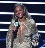 Chimamanda Ngozi Adichie and Beyoncé: Feminism in Action | Fabulous Feminism | Scoop.it