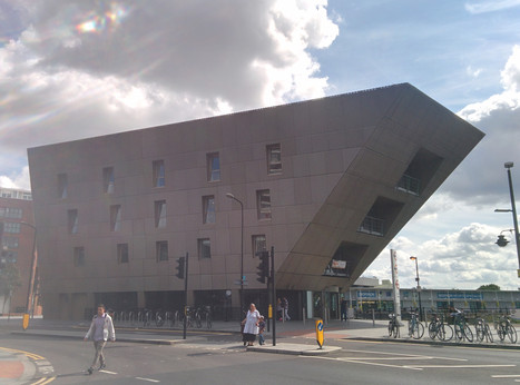 """The library near my house looks like the """"sandcrawler"""" from Star Wars. - Imgur   Architecture and Design   Scoop.it"""