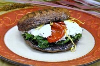 Portobellos Are the Bun in This Meatless Burger | Food glorious food | Scoop.it