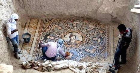 Estos arqueólogos encontraron tres mosaicos griegos en una ciudad casi totalmente sumergida | LVDVS CHIRONIS 3.0 | Scoop.it
