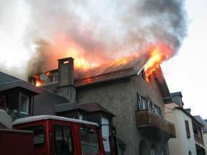 Hèches. Un immeuble détruit par le feu - La Dépêche | Vallée d'Aure - Pyrénées | Scoop.it