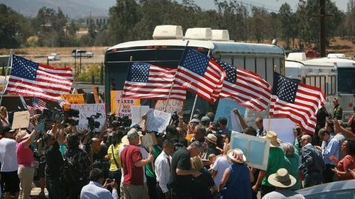Protests turn back buses carrying illegal immigrant children