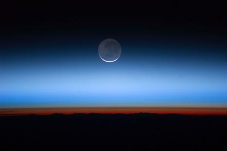 Una falce di Luna vista dalla Stazione Spaziale Internazionale | Il Disinformatico | Poppi's Astronomy | Scoop.it