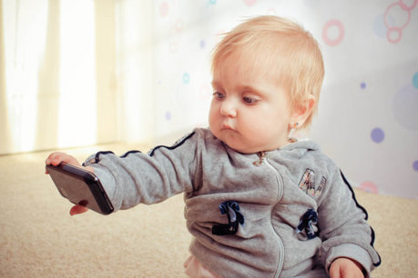Babies as young as 6 months using mobile media - Science Daily | Mobile Technology | Scoop.it