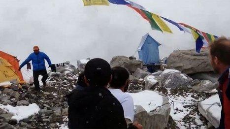 Asie - pacifique - Vidéo : au camp de base de l'Everest, il filme l'avalanche qui l'ensevelit   Tout le web   Scoop.it