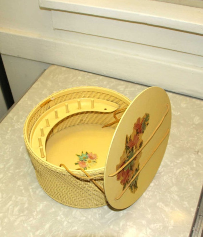 Vintage Pastel Yellow with Floral Decals Princess of Algonquin Wicker Sewing Basket Sewing Kit | Antiques & Vintage Collectibles | Scoop.it