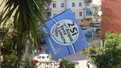 Referendum: a Napoli una catena umana, samba e canti per invitare i cittadini al voto | #chinonvota | Scoop.it