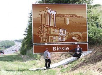 Après des années d'attente Blesle vient d'obtenir deux panneaux de signalisation sur l'A 75   Com publique d'Auvergne   Scoop.it