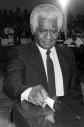 Nouvelle-Calédonie: disparition de Dick Ukeiwé - L'Express   NOUVELLE CALEDONIE   Scoop.it