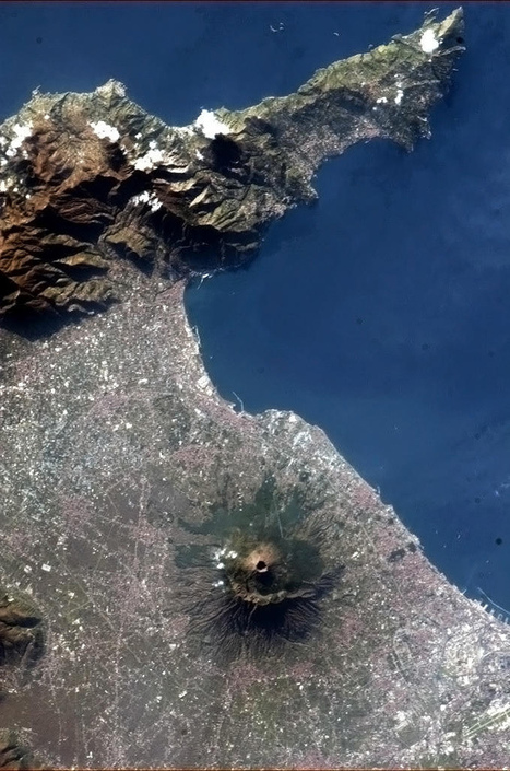 Photo of Mt. Vesuvius from Space Is Gorgeous, Terrifying | Geology News | Scoop.it