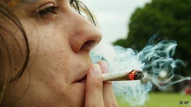 Com legalização da maconha, Uruguai cria polêmica e chama atenção externa | América Latina | DW.DE | 12.08.2013 | Legalização da Maconha | Scoop.it